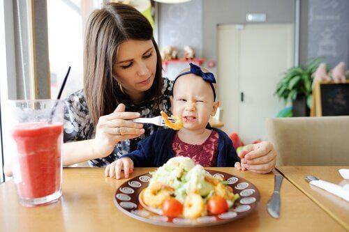Hvordan få barn til å prøve ny mat