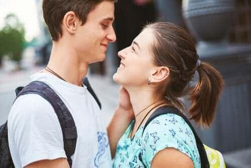 Problemet med romantisert kjærlighet i tenåringsforhold
