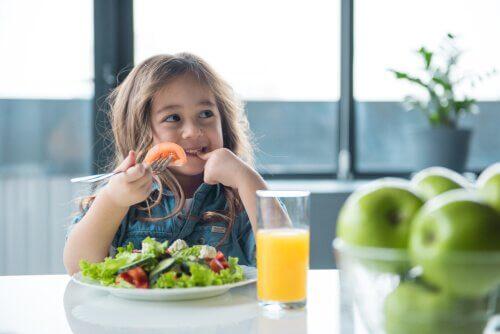 Lærer du barna dine å spise sunt?