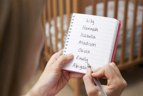 Tips for å velge et navn til babyen din