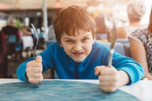 3 teknikker for å forbedre barns selvkontroll
