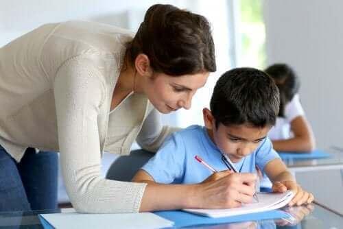 Å gå et skoleår om igjen: Hjelper det elevene?