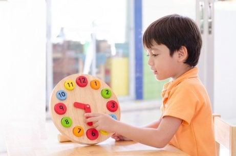 Spill som hjelper barn å lære klokka