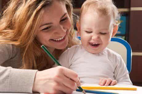 Lær om de ulike skrivefasene til barn
