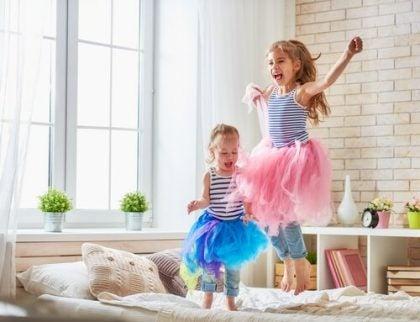 Ideer for å dekorere et soverom barna deler