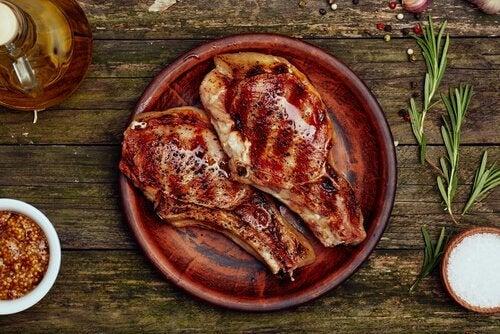 Salte oppskrifter for tredje trimester: Kalvekjøtt med sitron.