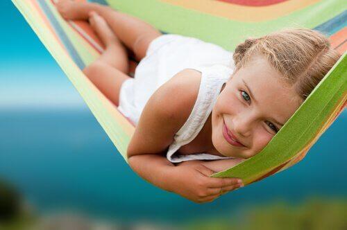 Les om fire aktiviteter for å fremme selvbevissthet hos barna dine.