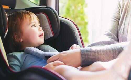 Hvordan unngå personskader i trafikkulykker med barn
