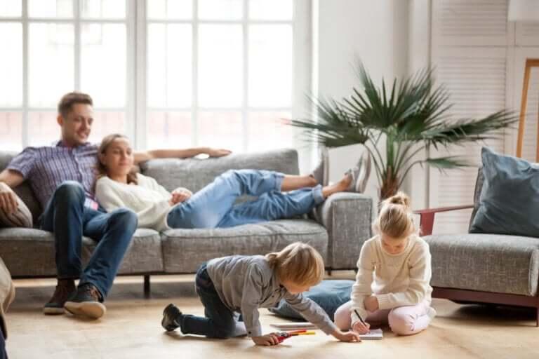 Tips til foreldre i koronaviruskarantene