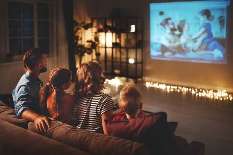 16 filmer du kan glede deg over med barna under karantenen