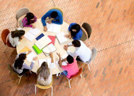 kreative skoler fremmer teamarbeid