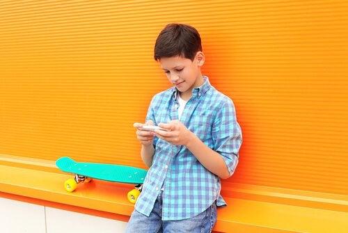 Bruk av WhatsApp og andre meldingsapper blant barn