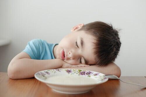 Hvorfor er barnet mitt slitent hele tiden?