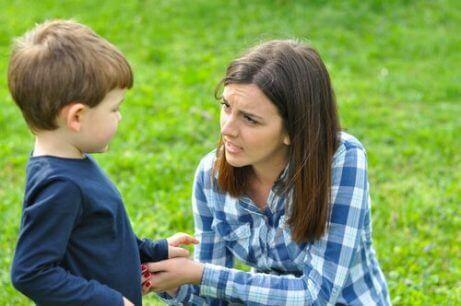 Hvordan takle at barna dine lyver for deg