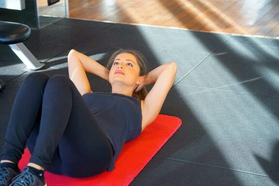 Du kan fortsette å ta situps mens du er gravid dersom helsa er i orden.