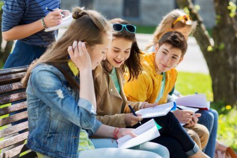 tenåringer på skolen
