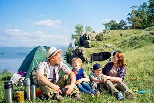 Å dra på camping med barna er et morsomt eventyr!