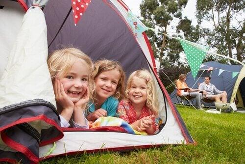 Å dra på telttur med barna er et morsomt eventyr!
