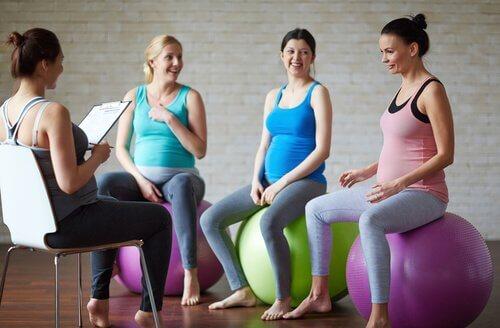 Fordeler med yoga for gravide kvinner
