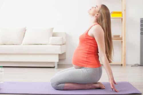 Seks fordeler med yoga for gravide kvinner