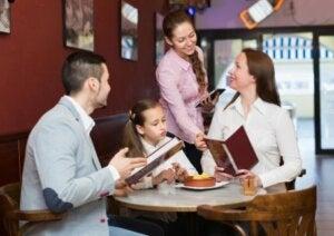 Spise ute mens du er gravid: Hvordan spise sunt