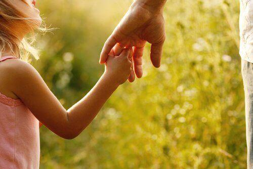 Syv måter å hjelpe barna dine med å utvikle evnene sine