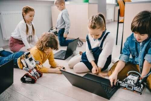 Læring via osmose foregår ikke kun i klasserommet.