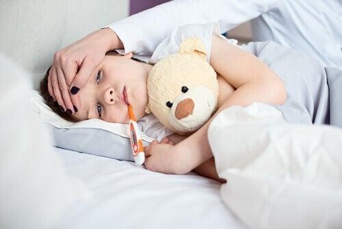 Hvorfor kaster barn opp uten en åpenbar grunn?