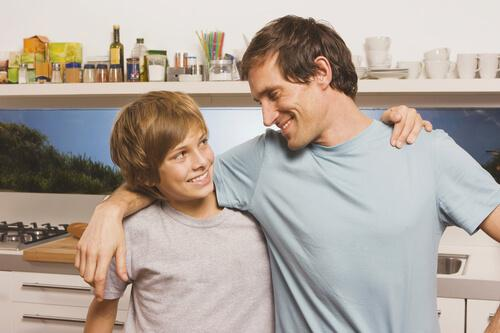 Viktigheten av emosjonelt tilgjengelige foreldre