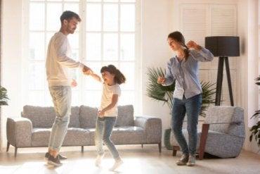 Dans, ha det gøy og brenn energi under koronastengningen