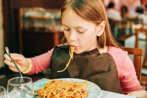 7 måter å få barna til å spise kjøtt på