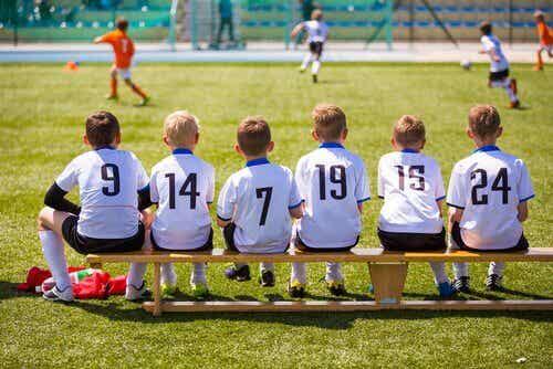 De skadelige effektene av å oppdra overstimulerte barn