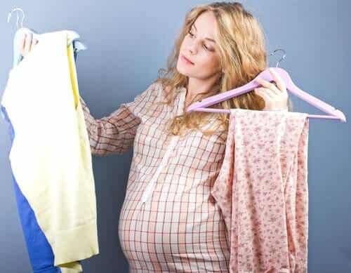Mammaklær for gravide kvinner: Det beste valget