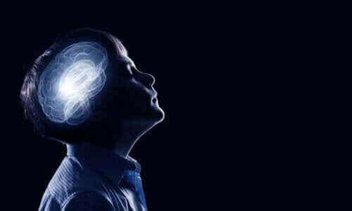 Synaptisk beskjæring i barndommen og ungdommen