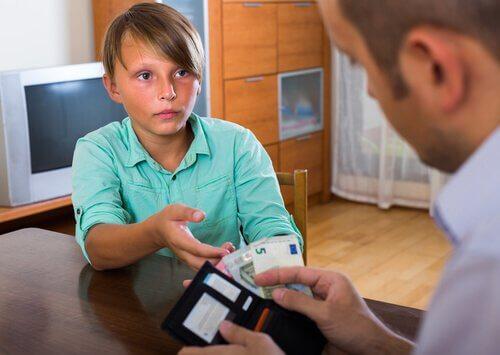 En ulempe med å gi barn ukelønn er at de kan bli griske.