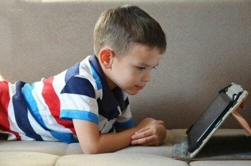 Er det bra for barn å bruke nettbrett?