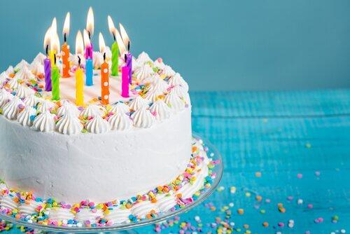 Fire originale ideer til bursdagskaker til barna dine