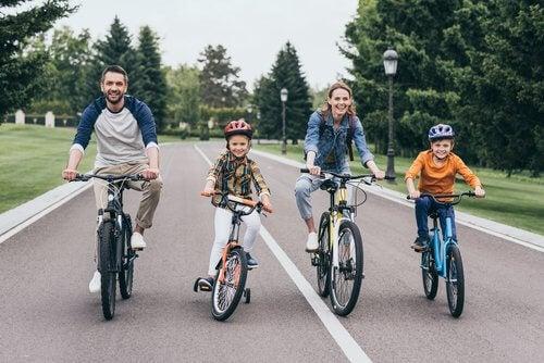 Fordelene med å lære barn å sykle