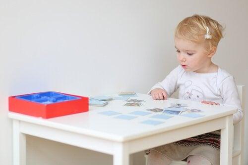 Hvorfor er barn så flinke på å spille bildelotto?