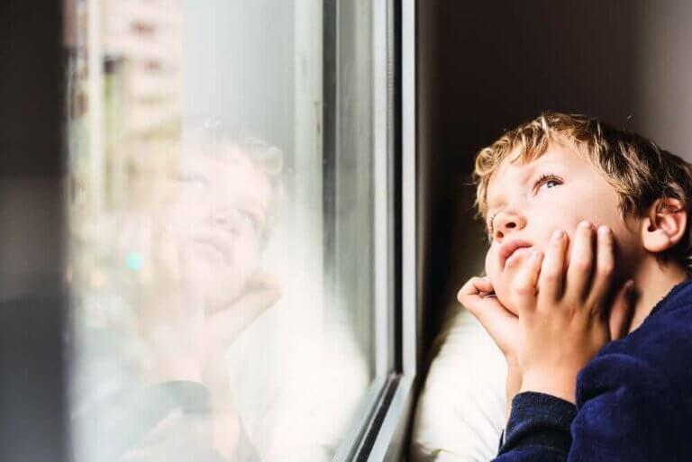 Effektene hjemmeisolering har på barn