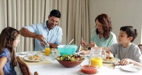 6 Fordeler med å spise middag sammen hele familie