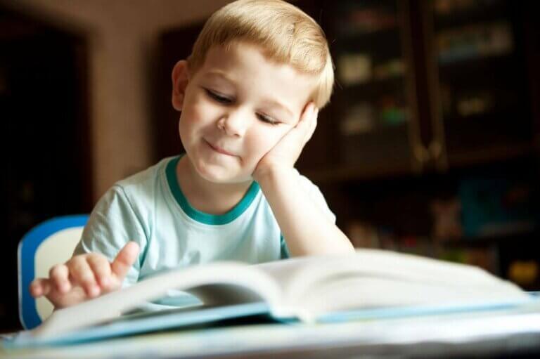 Fordelene for barn med å lese dikt og poesi