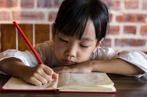 Er det bra for barn å gjøre lekser om sommeren?