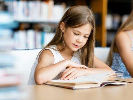 Fordelene med å lese dikt for barn