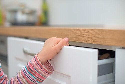 Hva man gjør om barn klemmer fingeren sin