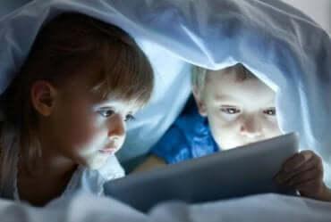 De negative effektene av skjermtid på barn
