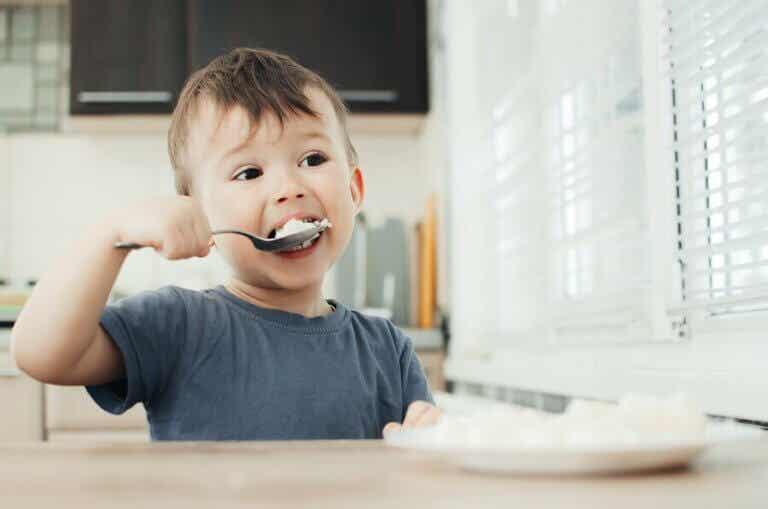 Hva du trenger å vite om konsistenstilpasset mat for barn