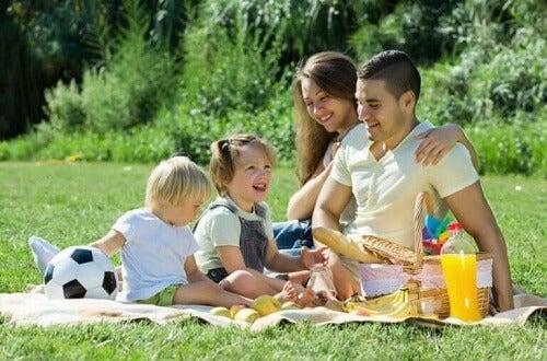 Familie på piknik