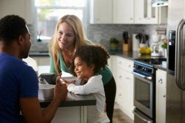 Hvilket stemmeleie skal du bruke når du disiplinerer barna dine