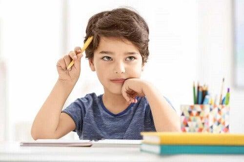 Gutt lærer å skrive sammendrag